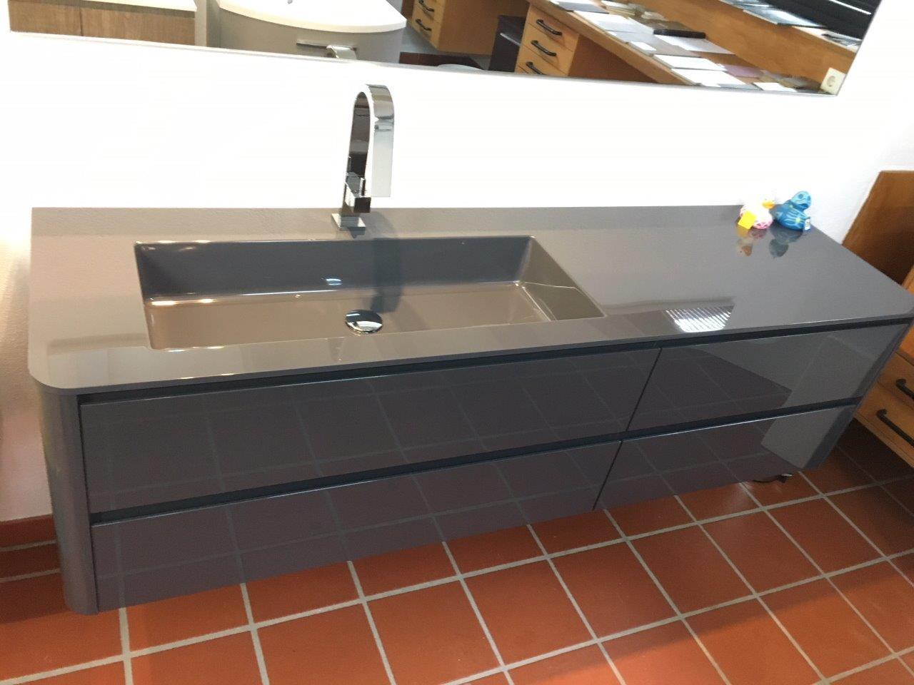 abverkauf von ausstellungsware badm bel und waschtische bad direkt. Black Bedroom Furniture Sets. Home Design Ideas