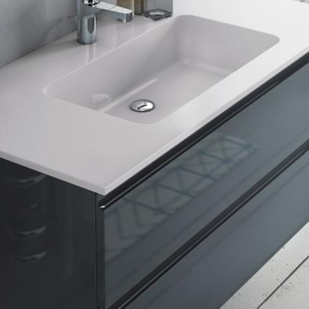 Weißer rechteckiger Waschtisch mit mittig platziertem Waschbecken aus dem Badmöbel-Programm FLASH.