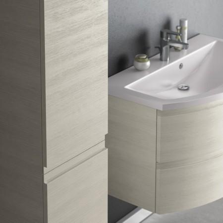 Badmöbel Hochschrank und Waschtisch der Badmöbel-Serie FLASH.